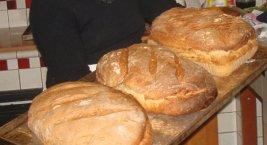 il pane cotto in forno a legna