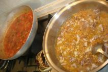 cucinando con mio figlio Cesare rigatoni con i gamberi e calamari ripieni di verdure.