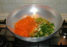 il preparato di cipolle fresche, sedano , aglio e carote..