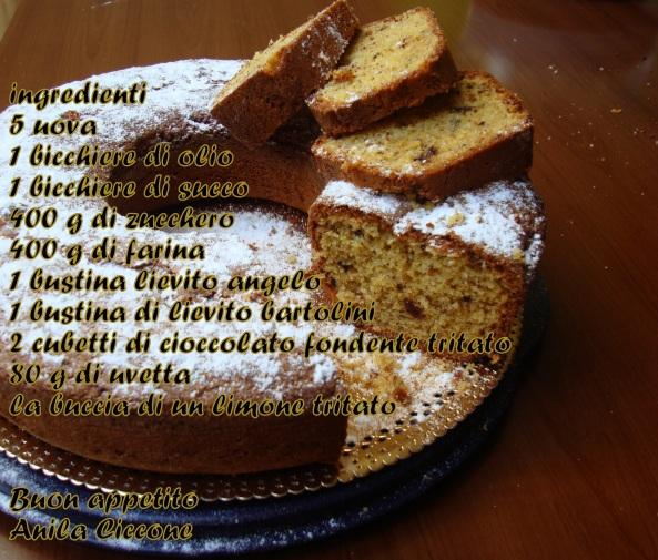Torta con l'uvetta e cioccolato fondente